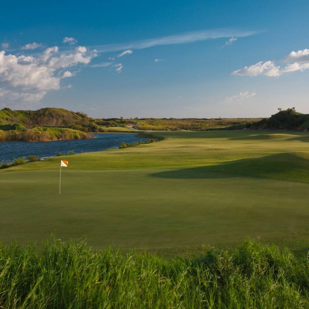 Which hole on Streamsong Red do you find the most challenging? . . . #golf #golfcourse #florida #club #course #golfclub #golfer #flgolfer #golfcart #instagolf #instacourse #instacourses #streamsong #streamsongresort #streamsongblack #streamsongred #streamsongblue