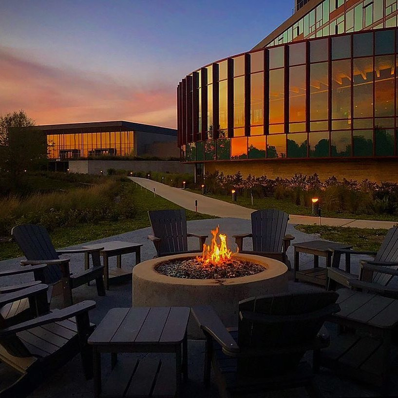 Enjoying a gorgeous evening outside at The Lodge at Streamsong. 😍 (📸 via @garybogdon) . . . #golf #golfcourse #florida #club #course #golfclub #golfer #flgolfer #golfcart #instagolf #instacourse #instacourses #streamsong #streamsongresort #streamsongblack #streamsongred #streamsongblue
